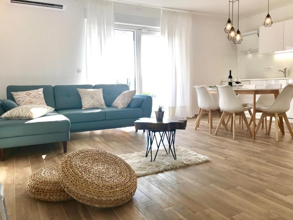 A seating area at LUXURY Apartment Ledo