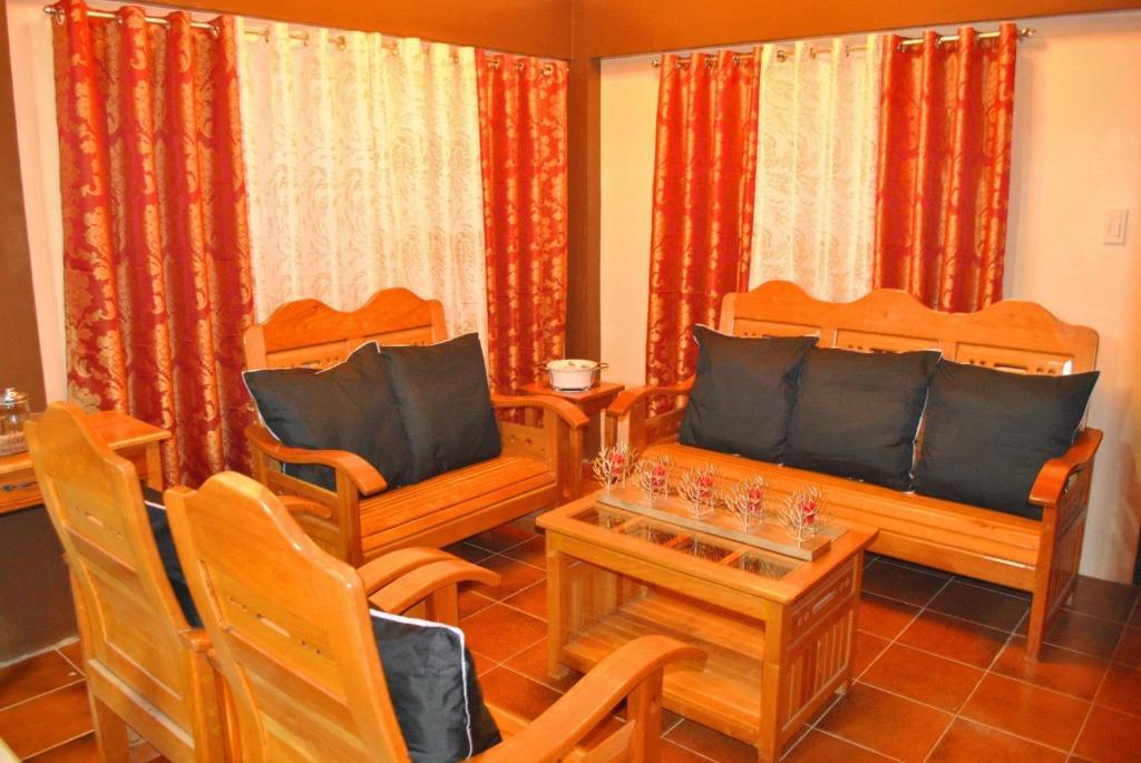 A seating area at Palawan Holiday Home near SM