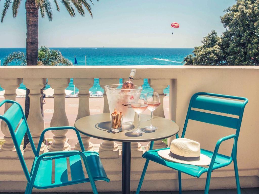 A balcony or terrace at Mercure Nice Marché Aux Fleurs