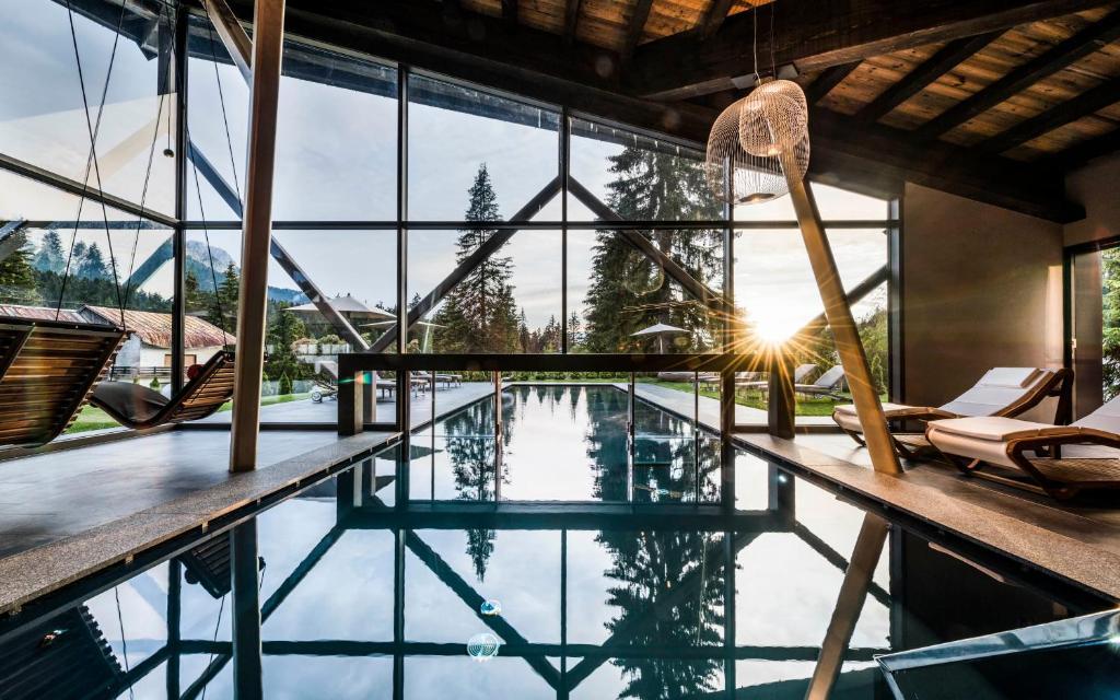 Piscina di Sporthotel Alpenrose o nelle vicinanze