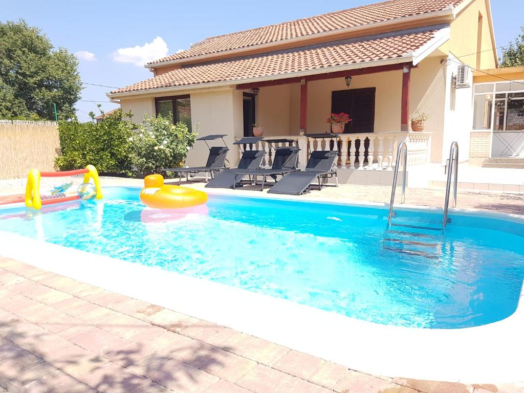 The swimming pool at or close to Vacation home Duilo