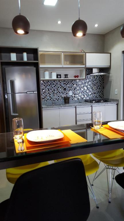 A kitchen or kitchenette at Casa Temporada em Bonito
