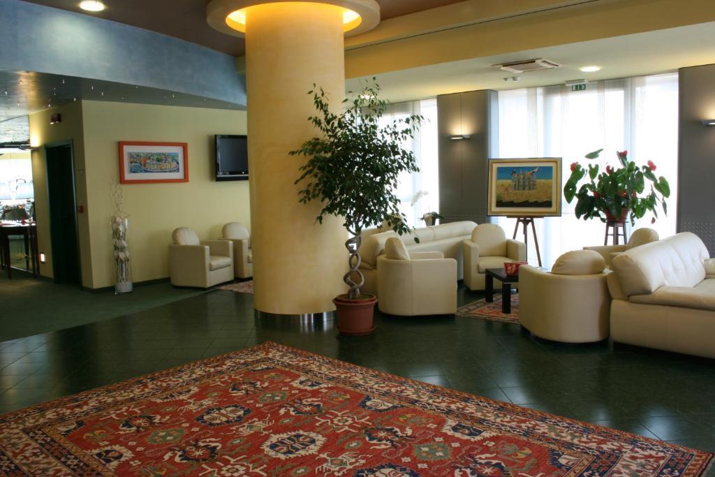 Hotel Senator - Laterooms