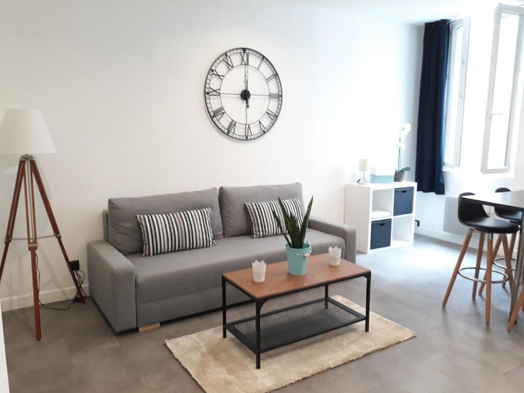 A seating area at Appartement Le Panier - Place de Lenche