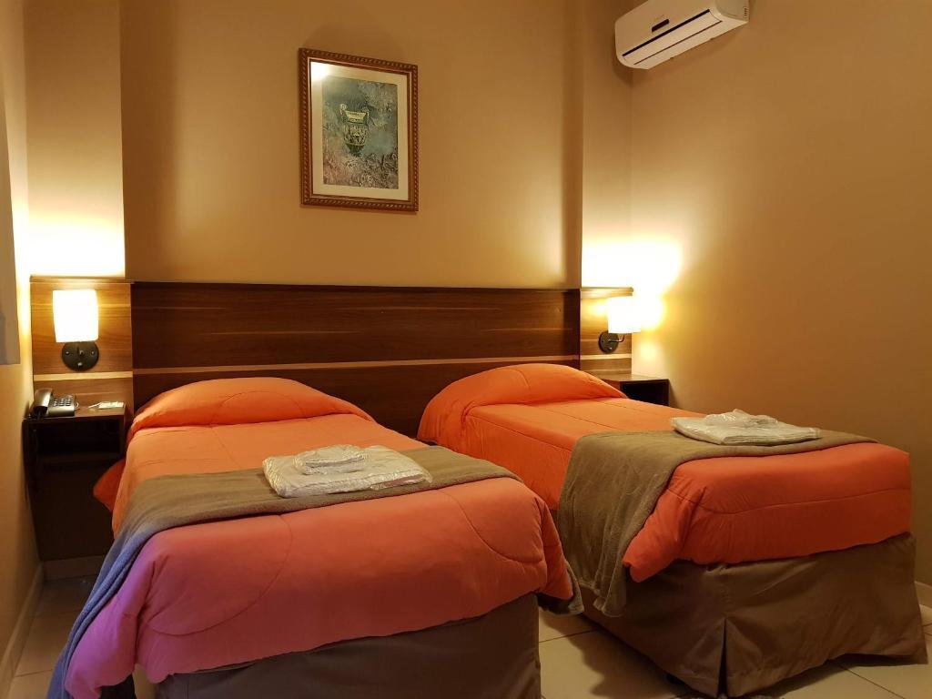 Cama ou camas em um quarto em Astro Hotel