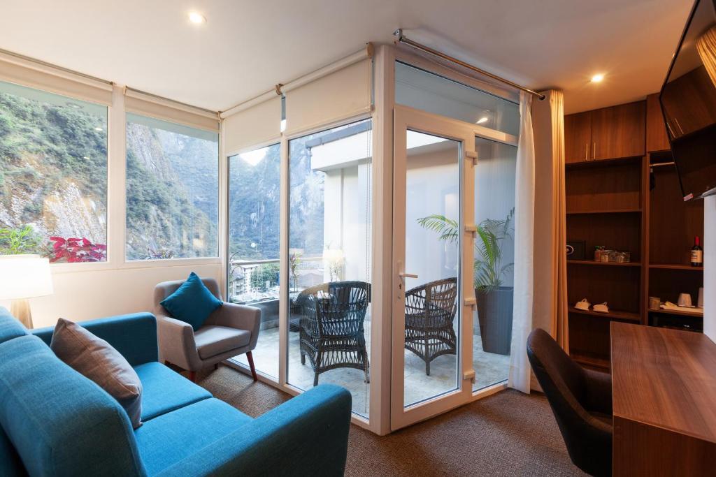 A seating area at Inti Punku Machupicchu Hotel & Suites