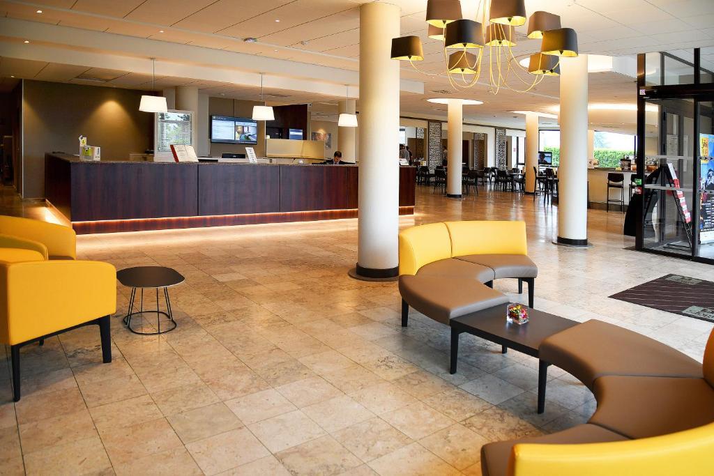 The lobby or reception area at Logis Lyon Est Porte de l'Ain