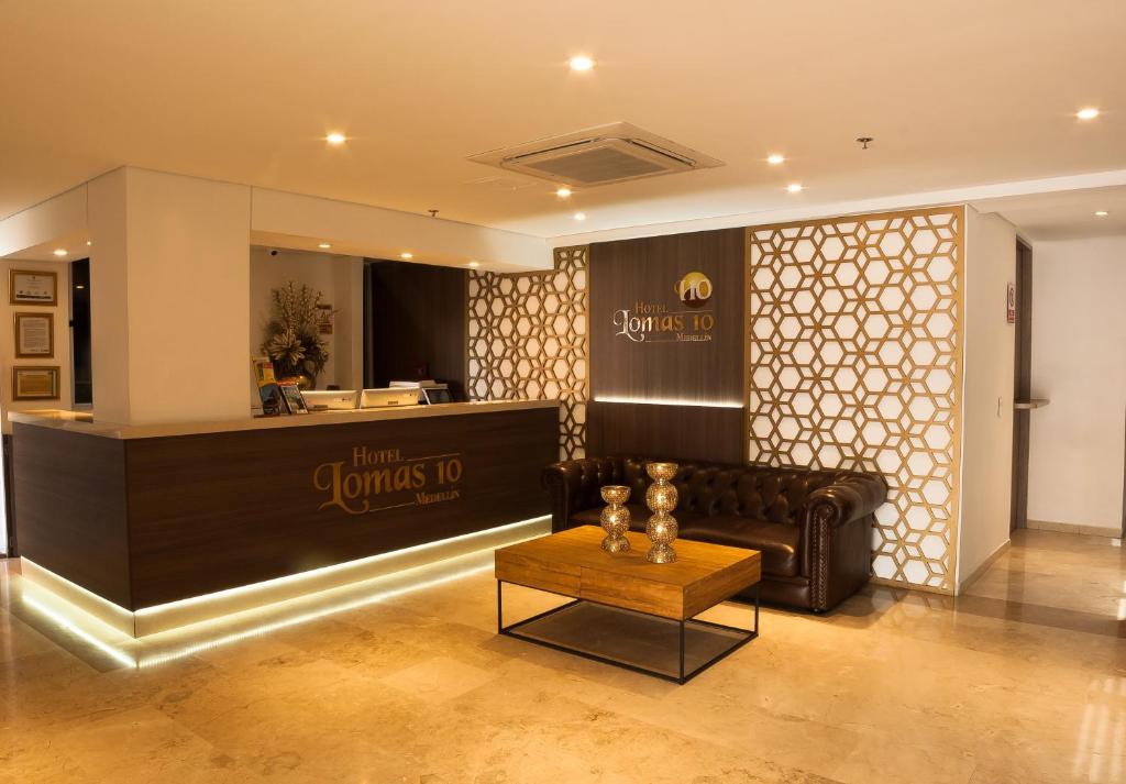 El vestíbulo o zona de recepción de Hotel Lomas 10