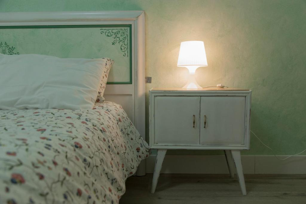 A bed or beds in a room at Le Camere di Casa Cassandra