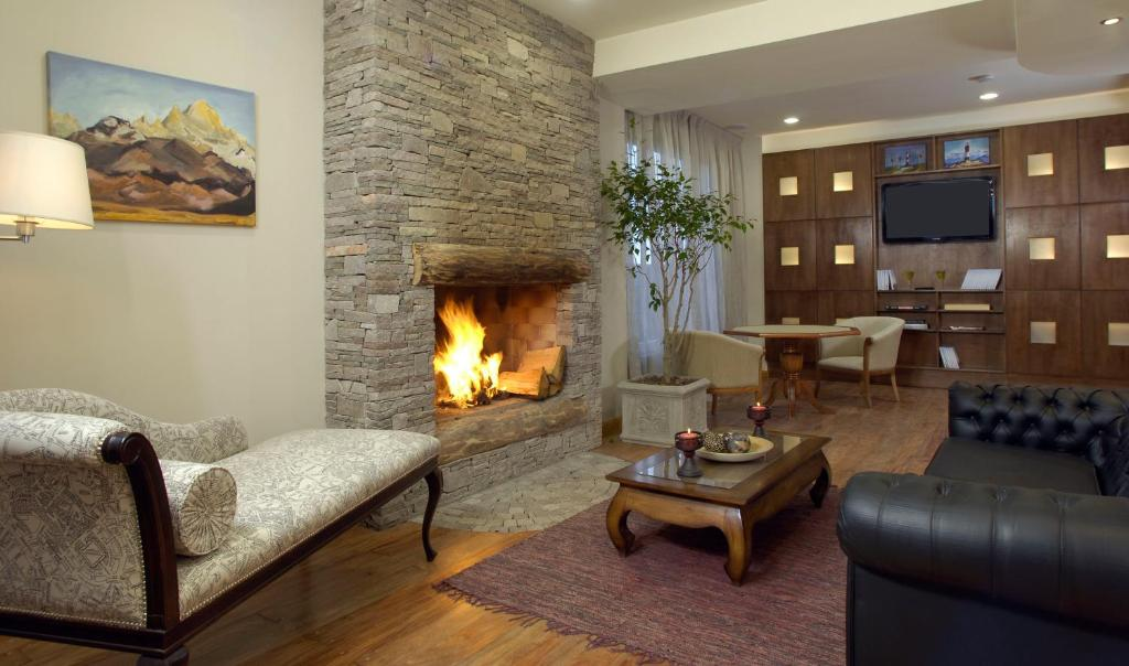 A seating area at Cilene del Faro Suites & Spa