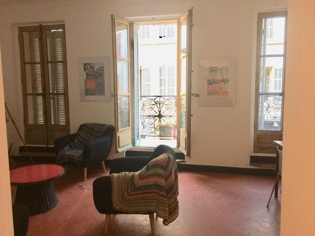 A seating area at Le Cosmopolitain