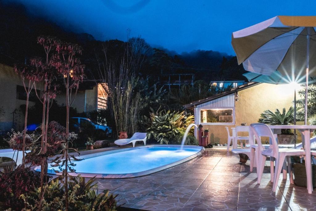 The swimming pool at or near Sítio Jardim Secreto