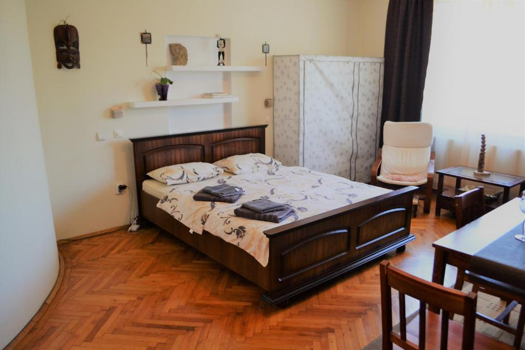 A bed or beds in a room at Studio Brasov
