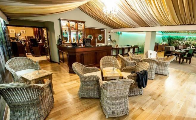 The lounge or bar area at Kings Croft Hotel