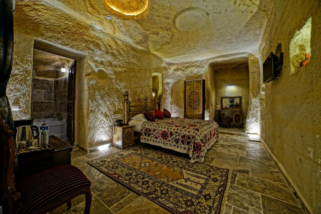 A seating area at NOSTALJİ CAVE SUİT HOTEL