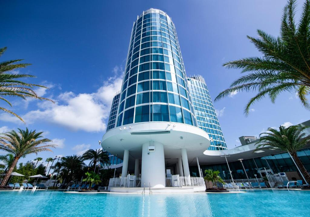 The swimming pool at or close to Universal's Aventura Hotel