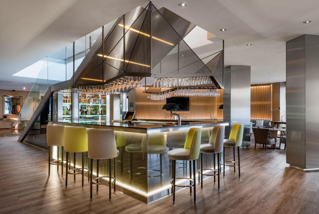 A restaurant or other place to eat at AC Hotel by Marriott Milano