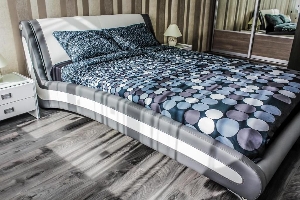 Кровать или кровати в номере GUESTHOUSE Апартаменты Премиум