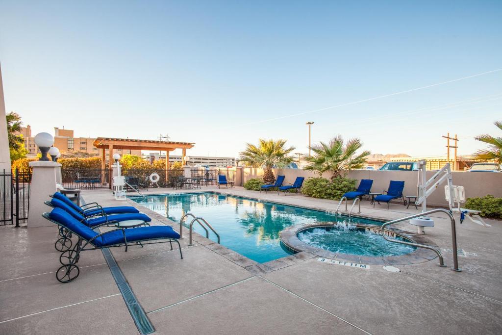 The swimming pool at or near Hilton Garden Inn El Paso