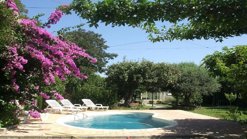 The swimming pool at or close to Villa La Milouyette