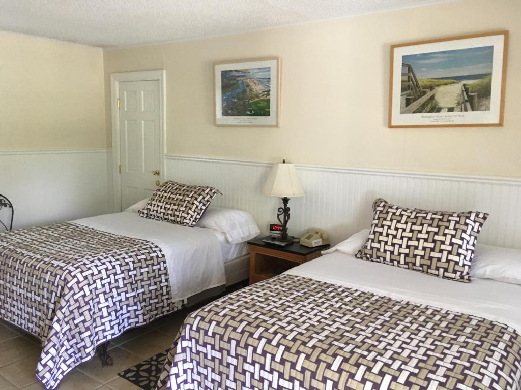 A bed or beds in a room at Westhampton Seabreeze Motel