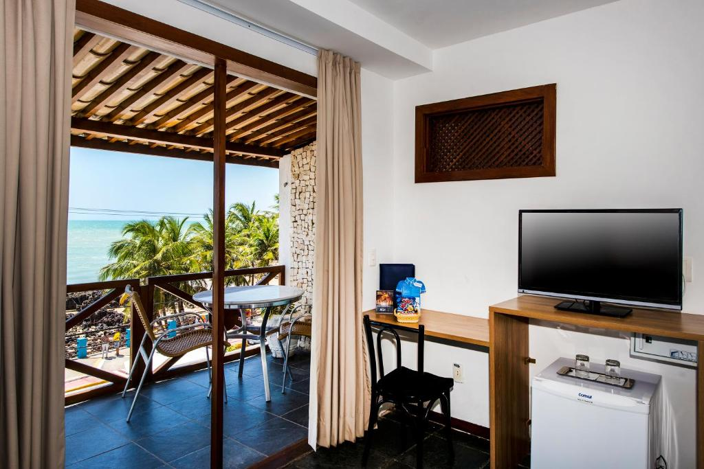 A television and/or entertainment center at Hotel Bruma Natal