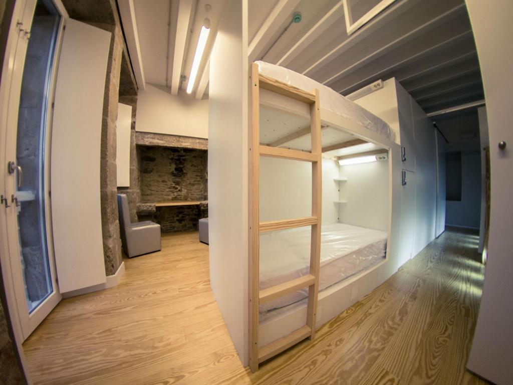 Ein Etagenbett oder Etagenbetten in einem Zimmer der Unterkunft Albergue The Last Stamp