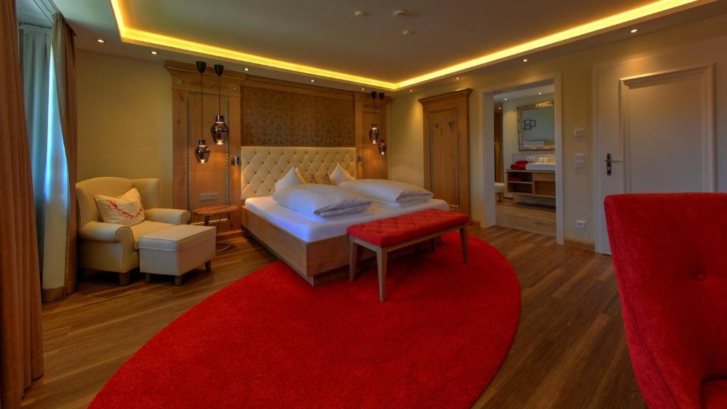 Ein Bett oder Betten in einem Zimmer der Unterkunft Hotel zur Post garni