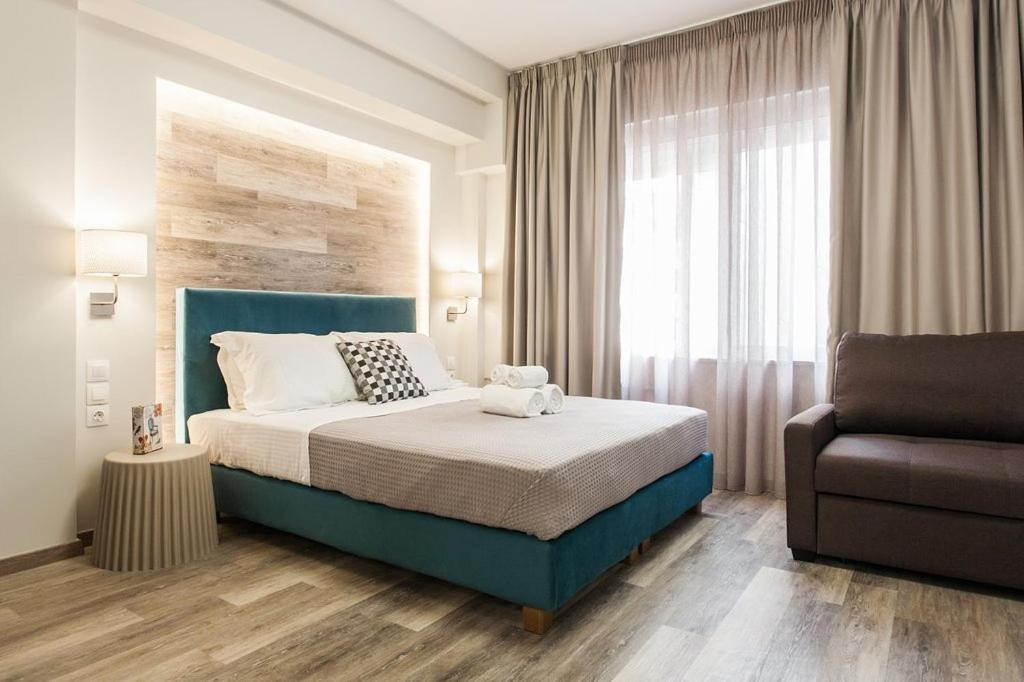 A bed or beds in a room at Enattica Syntagma Living
