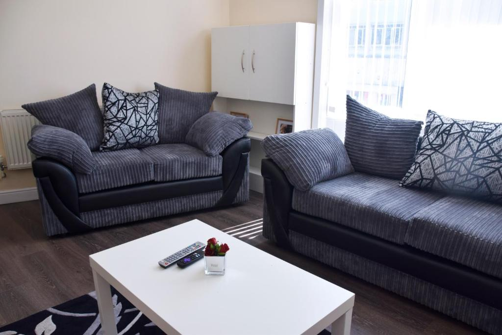 A seating area at Central 2 Bed Apartment (2)
