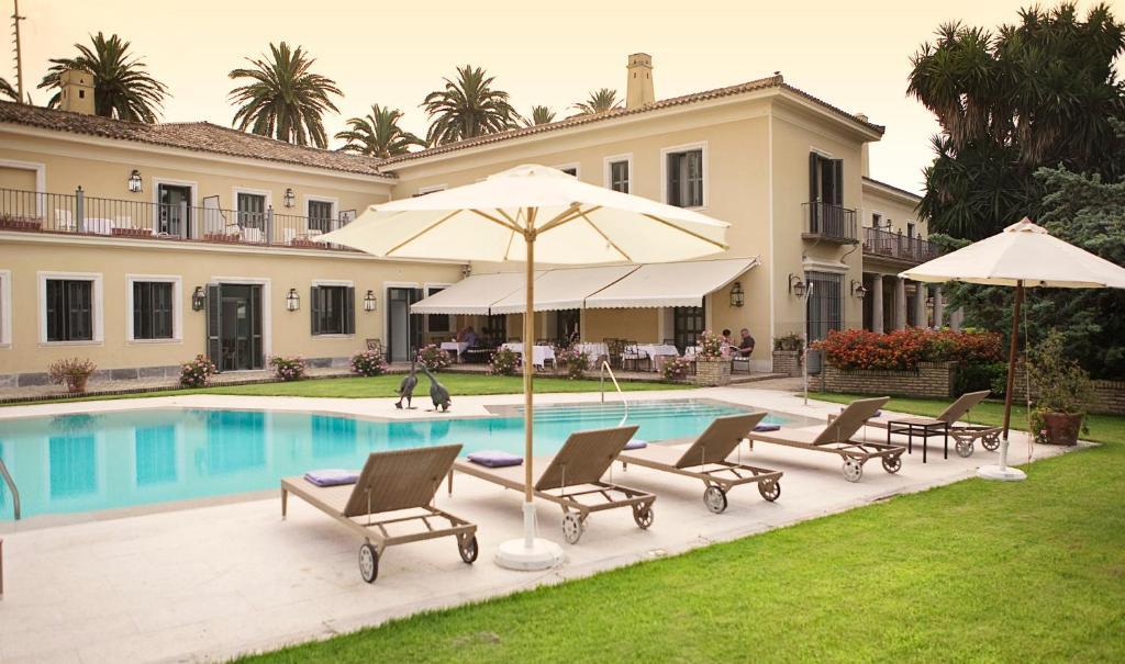 The swimming pool at or near Villa Jerez