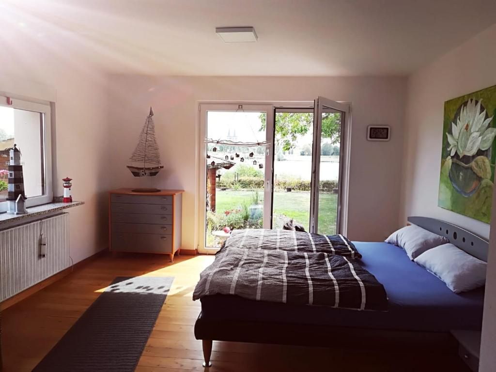 Ein Bett oder Betten in einem Zimmer der Unterkunft Leuchtturm am See, Erdgeschosswohnung mit Garten
