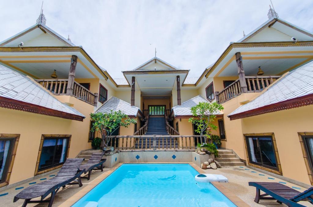 The swimming pool at or near Haad Son Resort (Koh Raham)