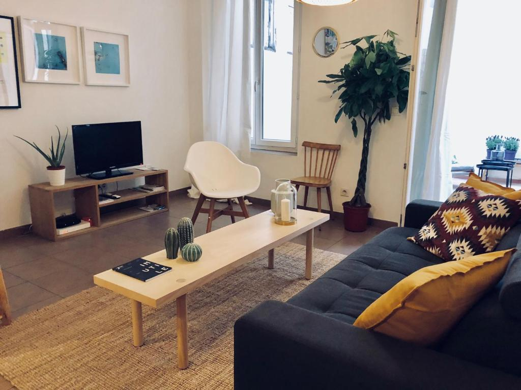 A seating area at Le Studio des Artistes