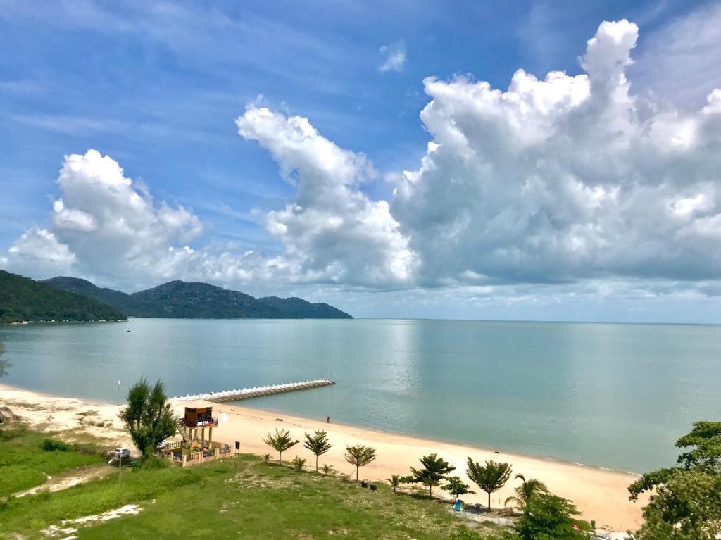 Pemandangan laut umum atau pemandangan laut yang diambil dari apartmen