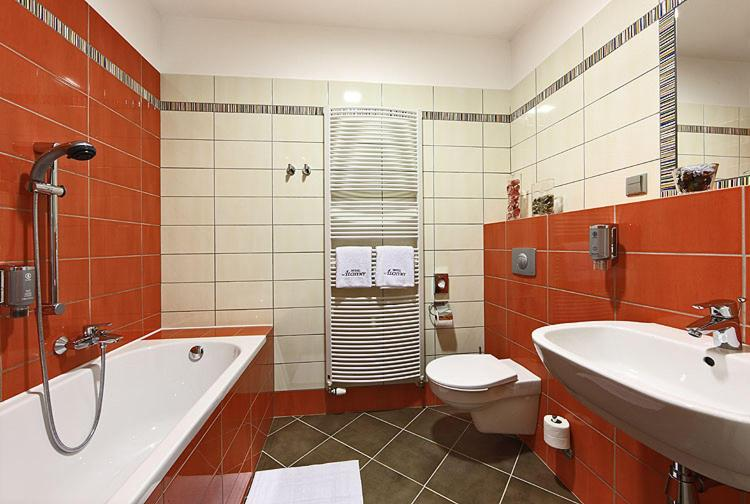 A bathroom at Depandance Edward Kelly