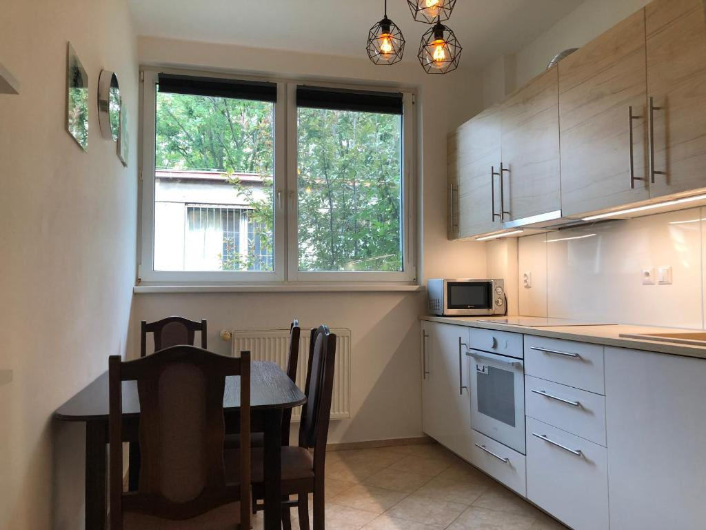 A kitchen or kitchenette at Moonstreet apartments