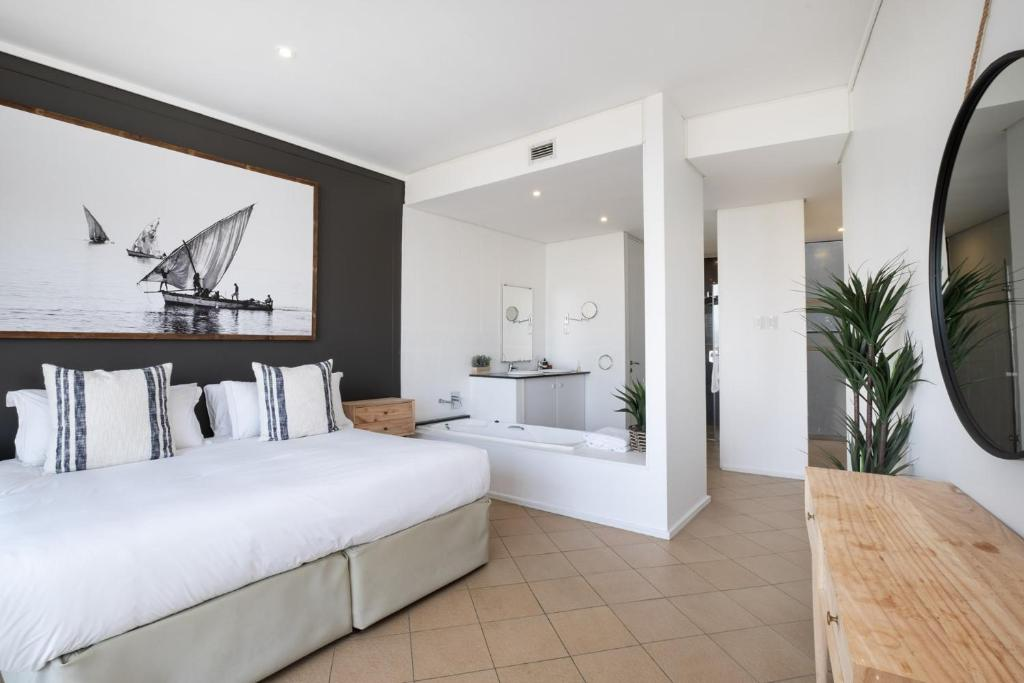 A bed or beds in a room at Point Waterfront Apartments