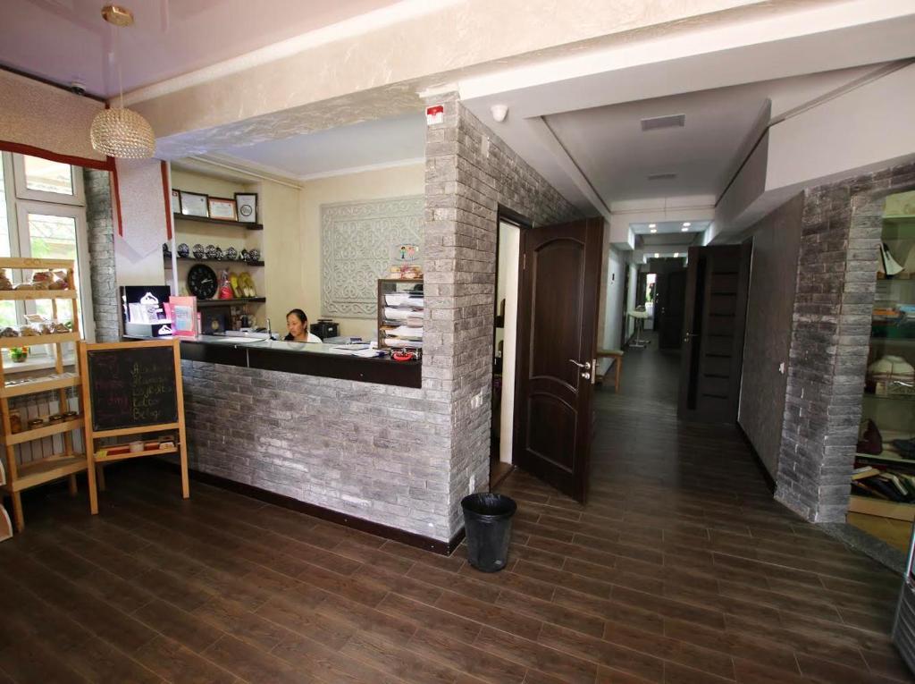 Hall ou réception de l'établissement Apple Hostel Bishkek