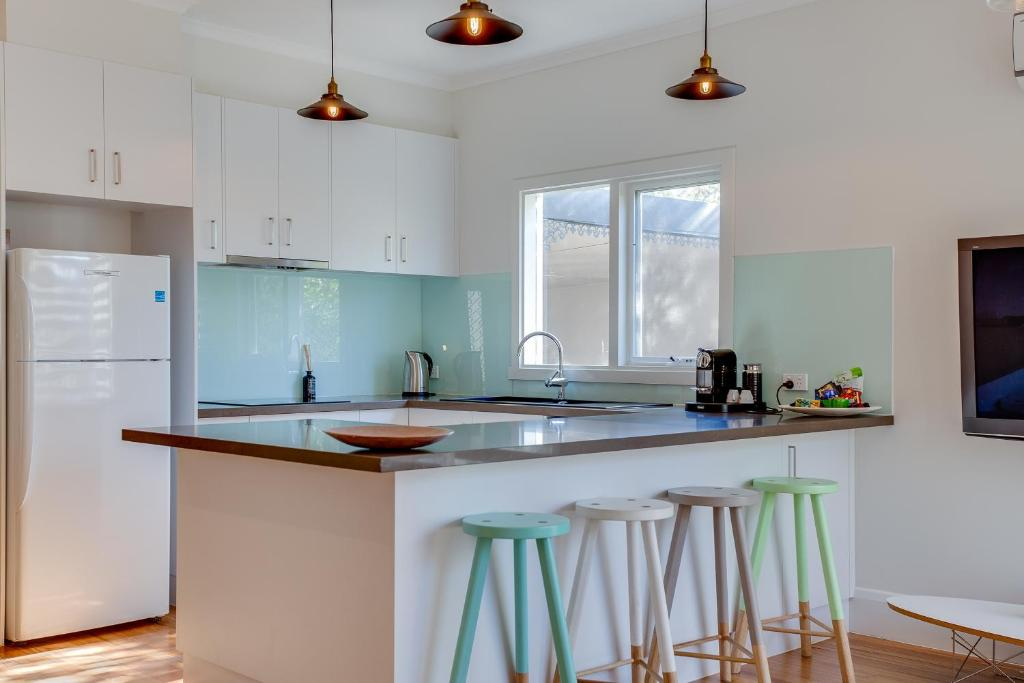 A kitchen or kitchenette at Paws Up Classic