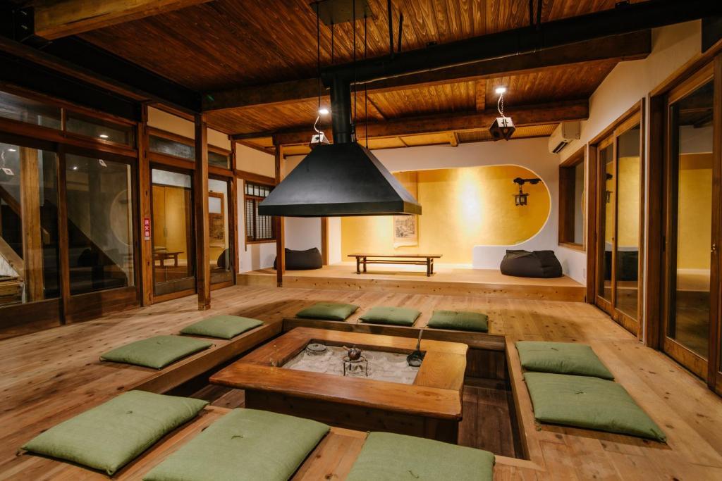 A seating area at Irori Guest House Tenmaku