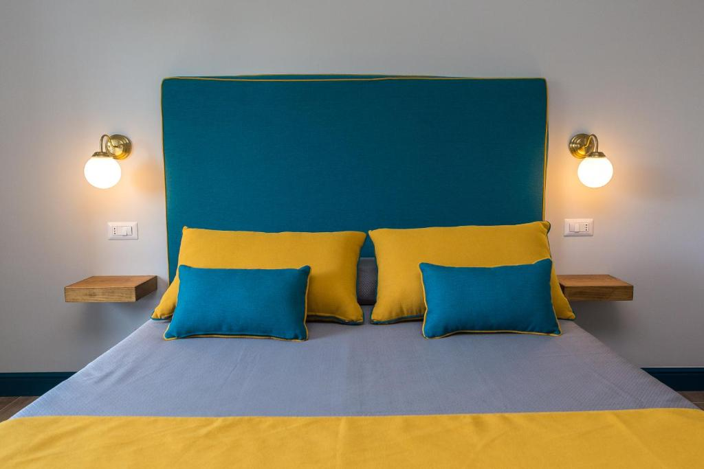 A bed or beds in a room at Sorrento Pool&Suites