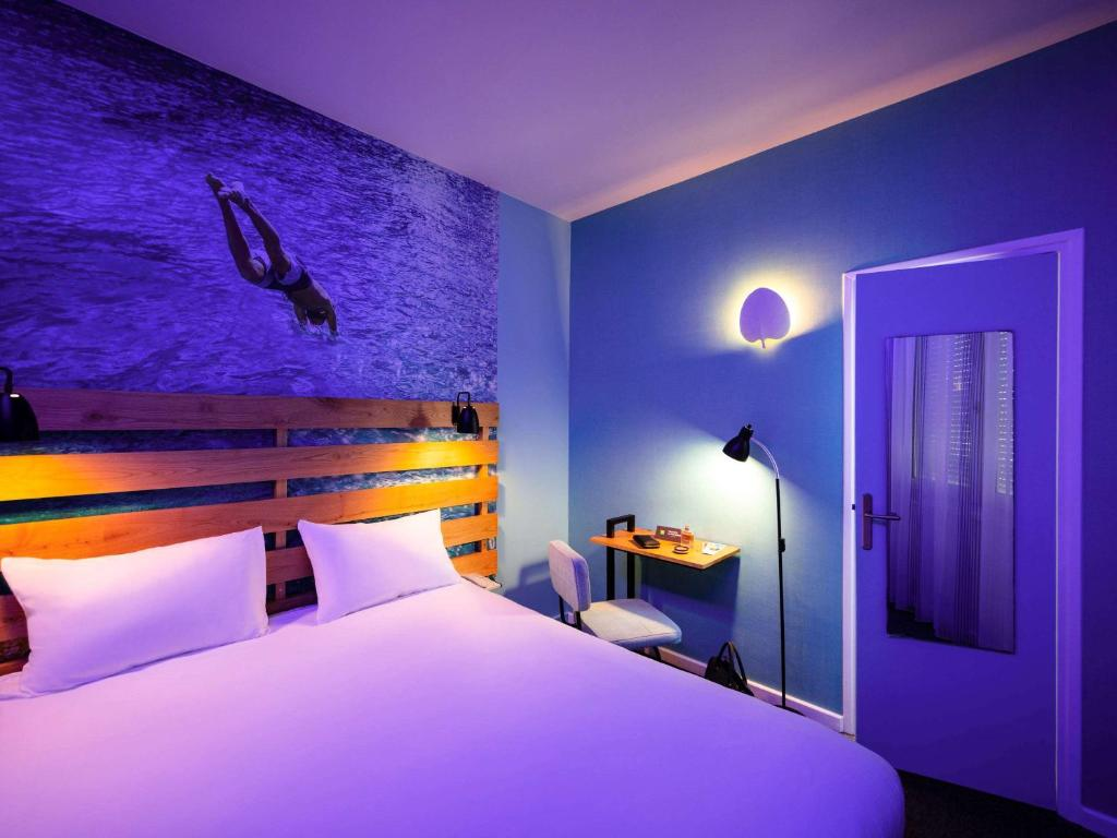 A bed or beds in a room at ibis Styles Calais Centre