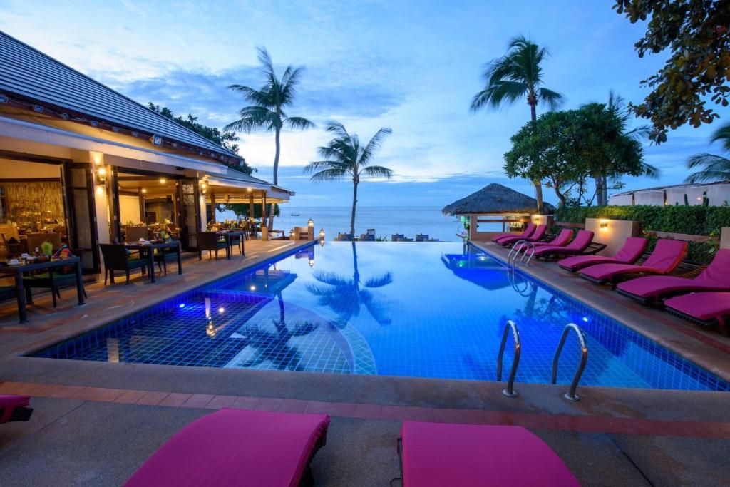 Der Swimmingpool an oder in der Nähe von Samui Jasmine Resort