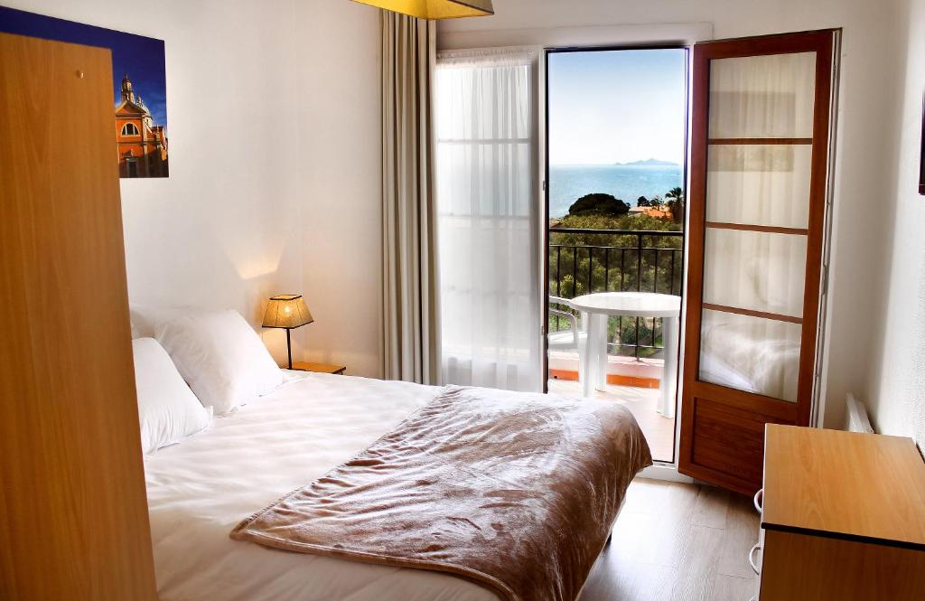 A bed or beds in a room at Creste E Mare