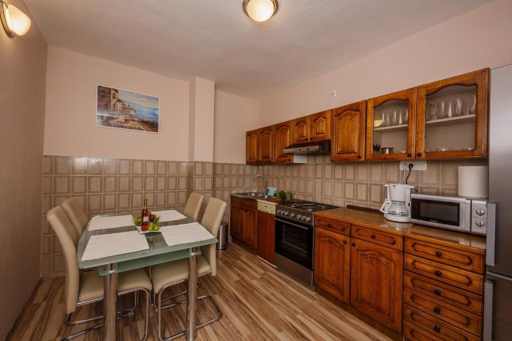 Kuchyň nebo kuchyňský kout v ubytování Apartman Adriatic