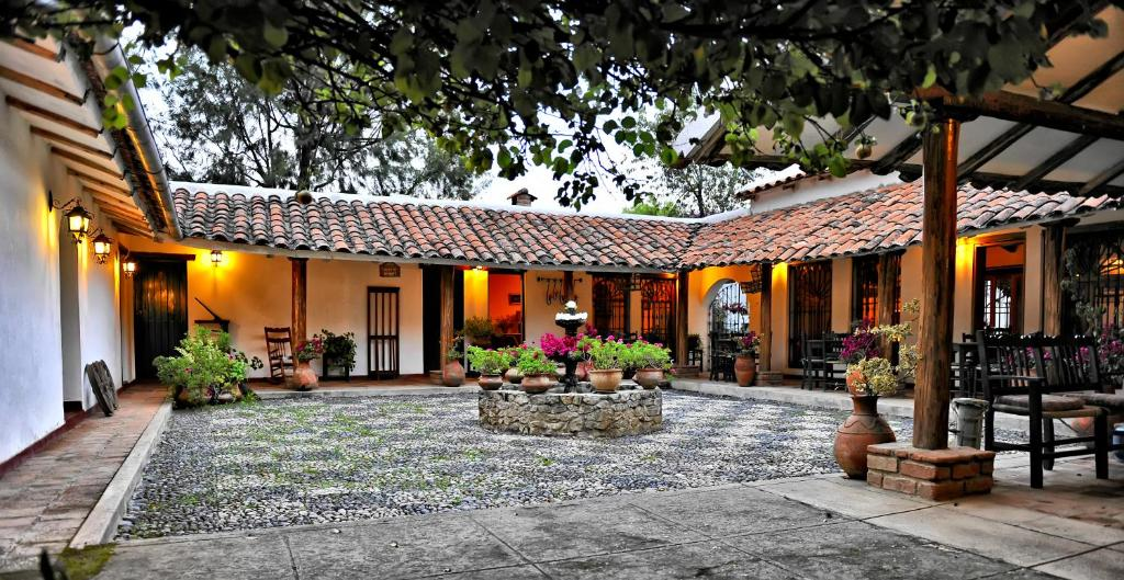 A restaurant or other place to eat at Hotel el Patio de Monterrey