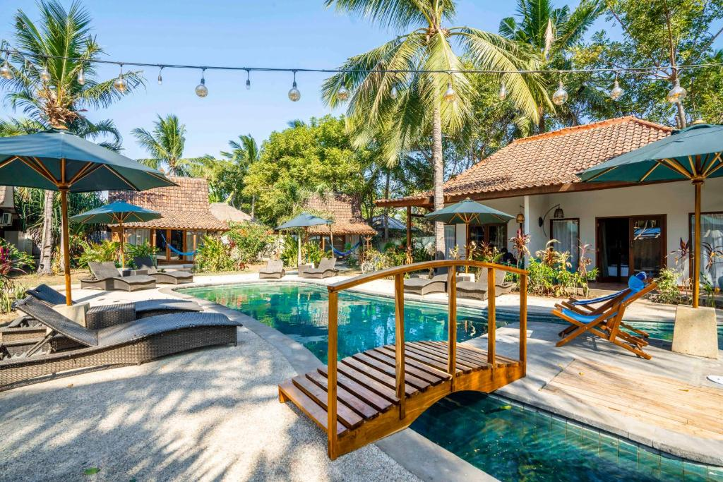 The swimming pool at or close to Coconut Garden Resort