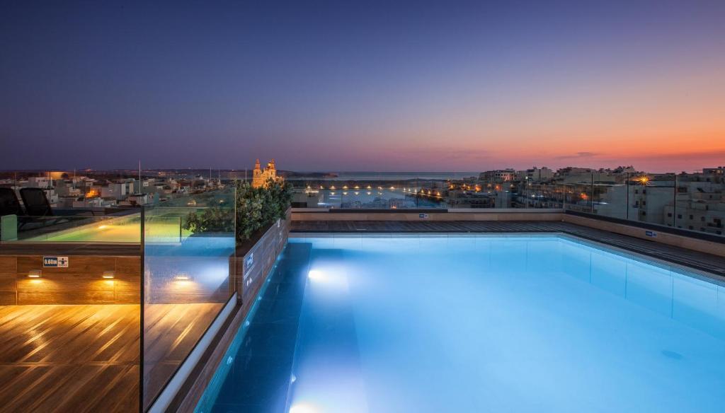 Бассейн в Solana Hotel & Spa или поблизости