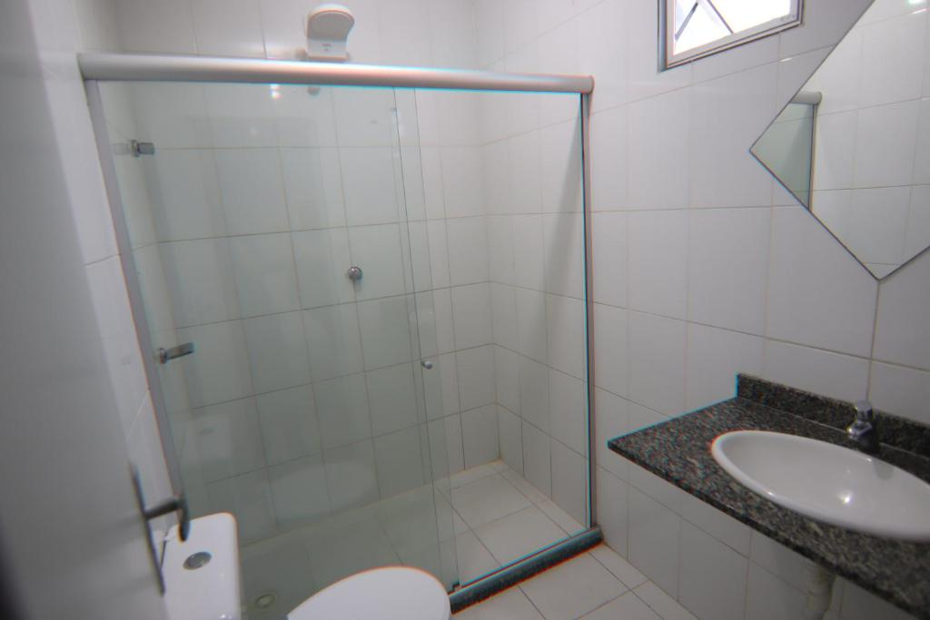 A bathroom at Hotel Dom Passos